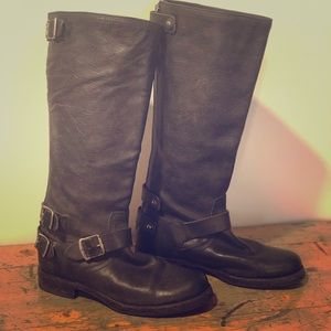 Frye Veronica Back Zip boots size 8.5
